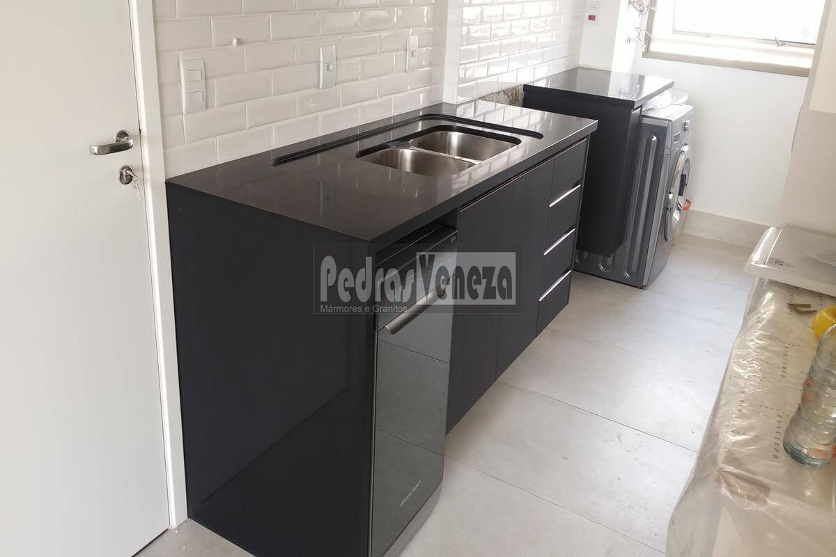 Quartzo Stone Preto Absoluto
